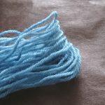 藍染めした毛糸で刺繍をしてみました。